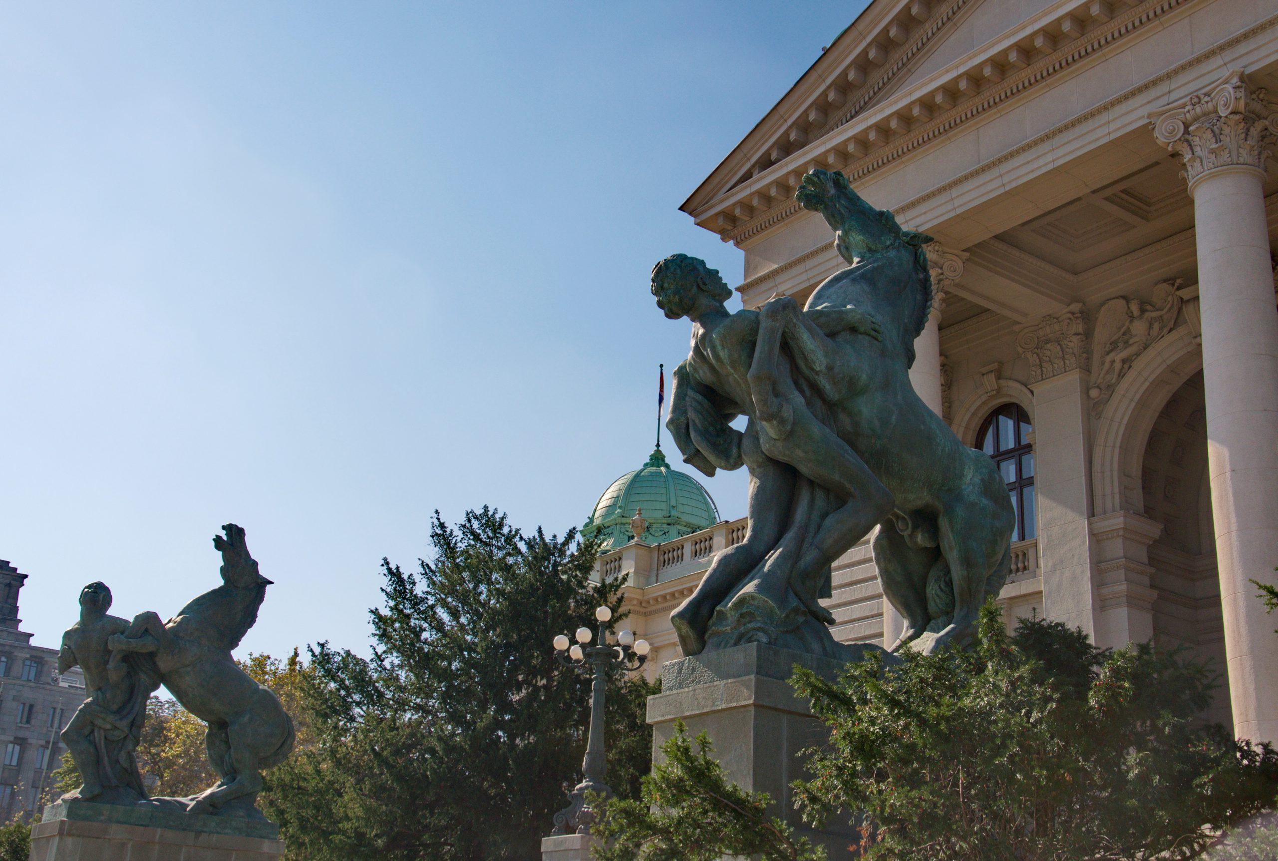 Da li u Srbiji postoji Narodna skupština ili je mandat poslanika prestao?